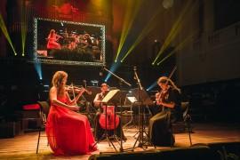 Servírovanou 6-chodovou večeři ve Smetanově síni doprovázelo Smyčcové Trio Magdalény Izakovičové