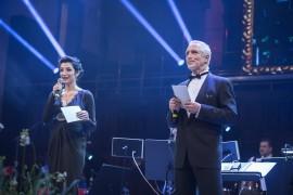 Moderátory večera je opět dvojice česko-slovenská, aneb slovensko-česká: Lucia Hablovičová a Tomáš Hanák