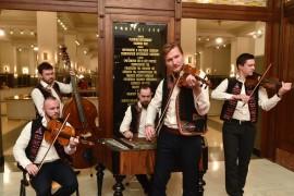 Hostí a návštevníkov plesu tiež vítala Ľudová hudba Michala Pagáča
