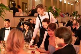 Hostia Česko-Slovenského plesu si pochutili na lahodných pokrmoch nielen počas servírovania večere, ale aj v priebehu celého večera a skorého rána