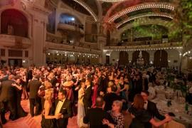Návštěvníci plesu se bravúrně zhostili tanečního kola vídeňských valčíků a české polky