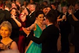 Návštevníci plesu si ohromne užívali tanečné kolo klasických tancov