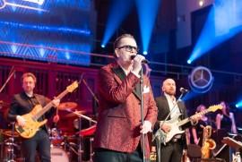 Hvězda galavečera, legendární zpěvák Richard Müller vystoupil nejenom se svojí kapelou, ale také se smyčcovou sekcí SOČR